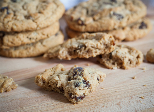 healthy lemon and date oat biscuits