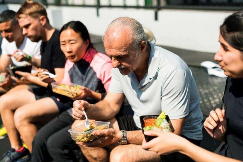 people-eating-healthy-food