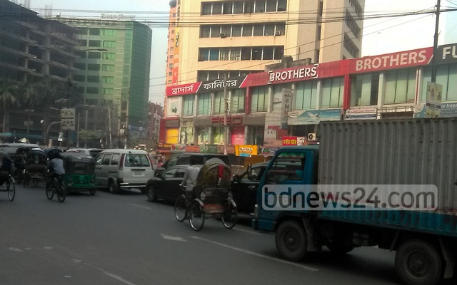The streets of Dhaka's Kakrail are busy on the second day of a week-long nationwide lockdown to curb the spread of coronavirus infections and deaths in the country, Apr 6, 2021. Photo: Sumon Mahmud